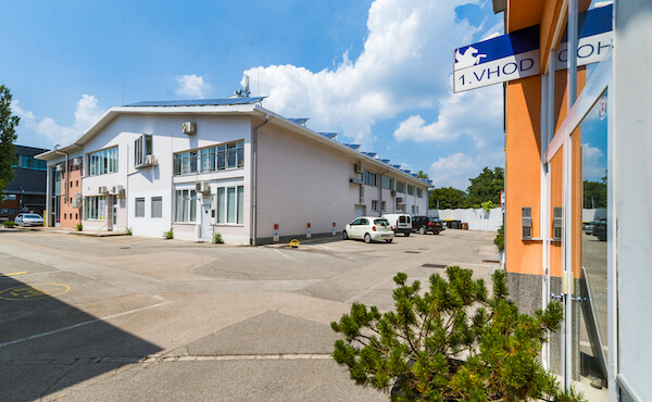 Enostaven dostop do poslovne hiše Elma Črnuče