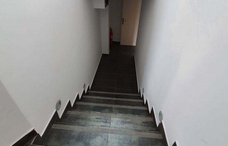 Stopnišče znotraj poslovnih prostorov
