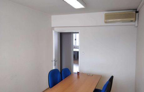 Manjša pisarna