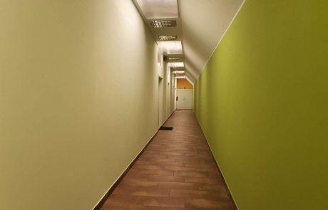 hodnik ki vodi do pisarne